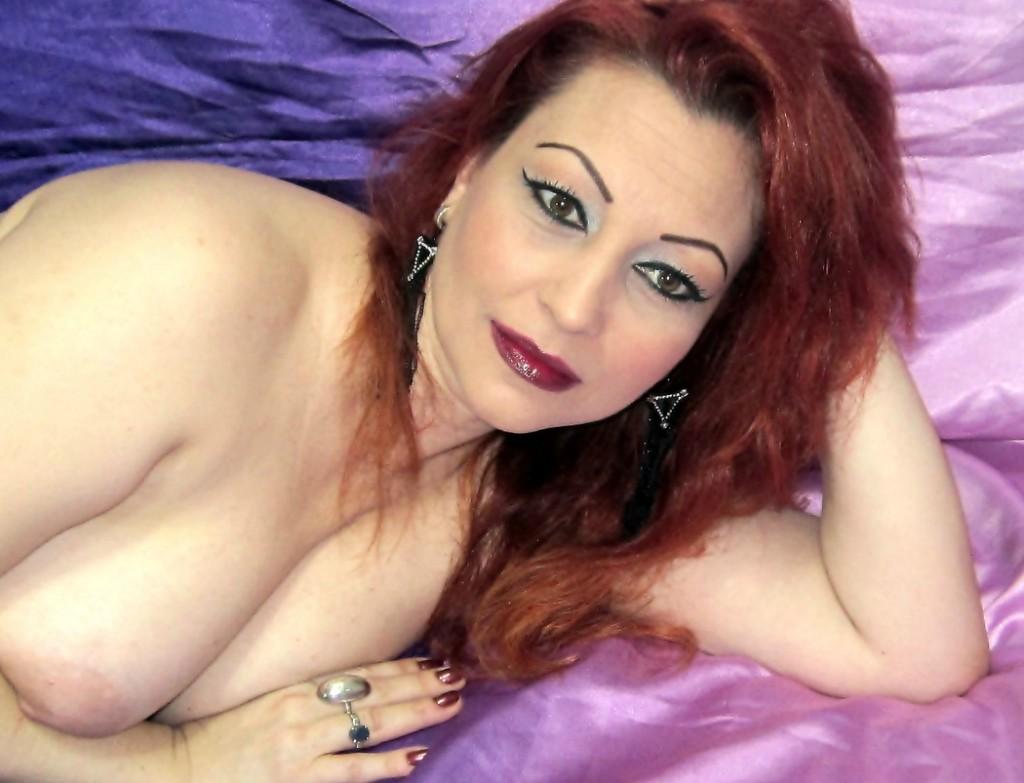 01HOTWIFE exposing her big boobs